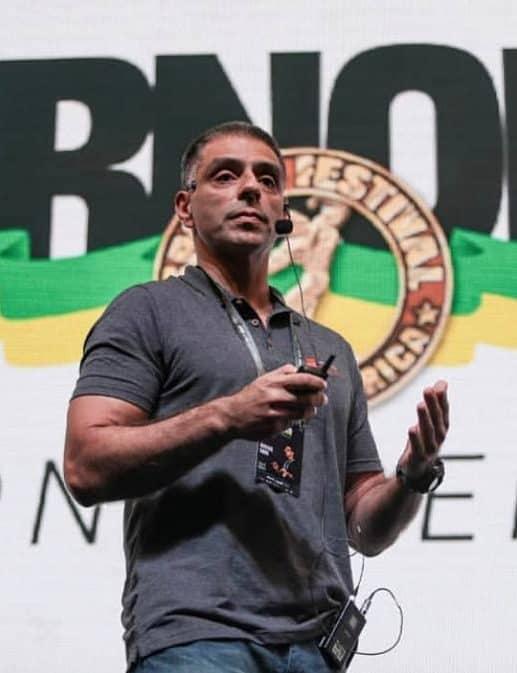 Roberto Simão palestrando em evento